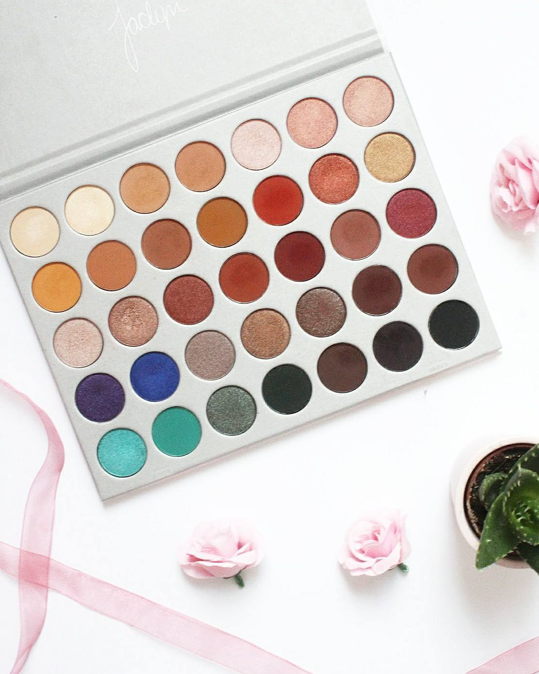 Morphe Brushes x Jaclyn Hill Eyeshadow Palette Review and Swatches