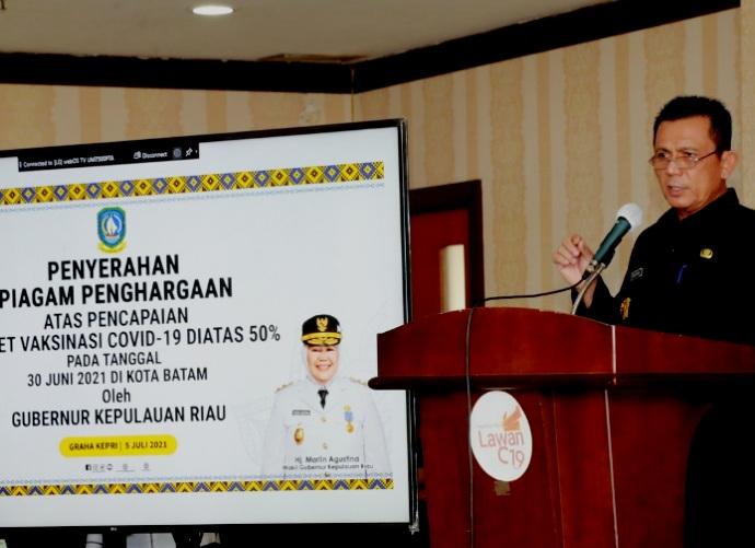 Capai Target Vaksinasi Covid-19, Gubernur Kepri Beri Piagam Penghargaan Ke 24 Stakeholder