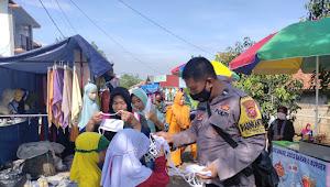 Putus Corona Binmas Karangtunggal Polsek Paseh Polresta Bandung Bagikan Masker