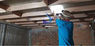 Lắp đặt thanh gỗ làm tổ cho nhà yến