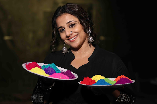 Vidya Balan Playing Holi For Promoting Begum Jaan movie 1.JPG