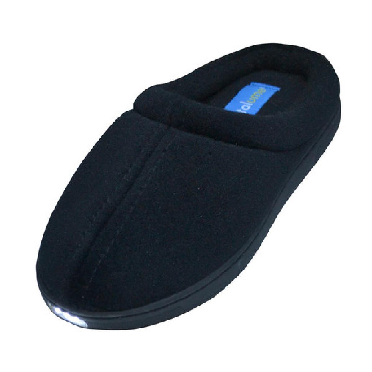 Déplacez-vous en sécurité la nuit avec Pantalume, des chaussons équipés de LEDS.