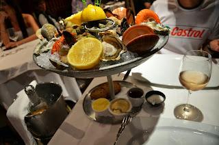 마쎄나거리의 한 식당의 지중해 해산물요리