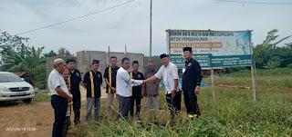 IKS Berikan Bantuan Untuk Pembangunan Mushola Sa'adatuddaa Roini di Desa Surakarta