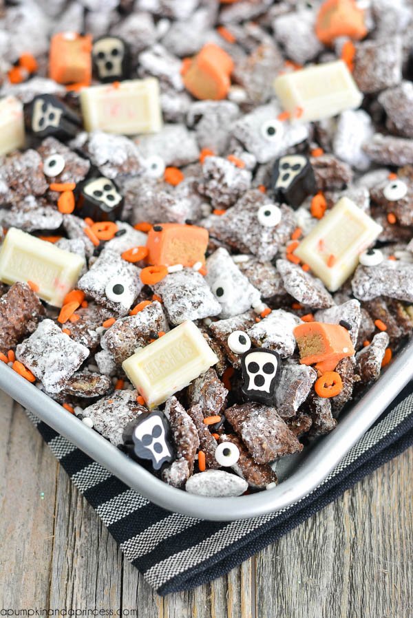 Halloween Muddy Buddies #healthy #desserts #cakes #snack #pumpkin