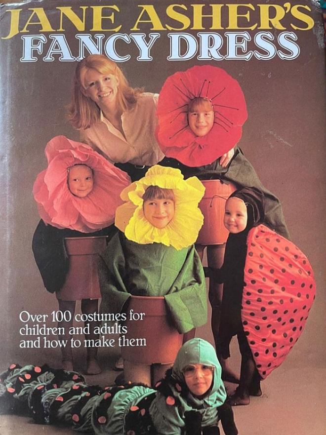 Los demenciales disfraces para hacer uno mismo de un libro de manualidades de los años ochenta.