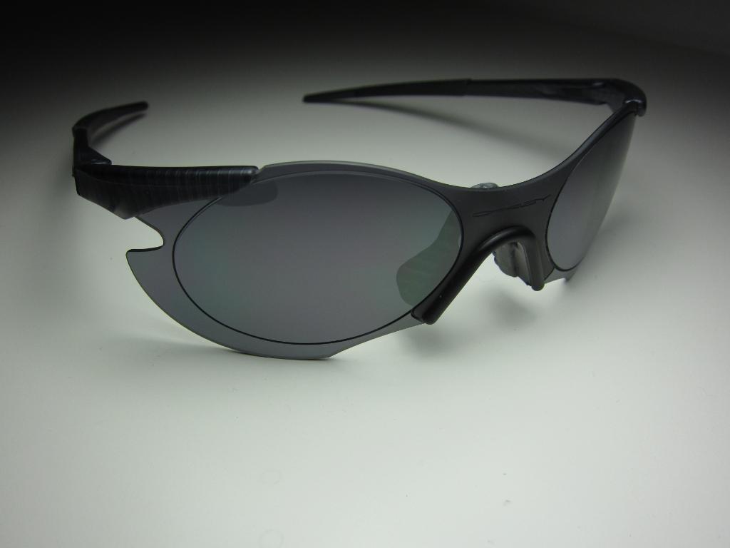 7424d9e0e8 Zero 0.5 Sleet frame with Black Iridium lenses (SKU 05-105)