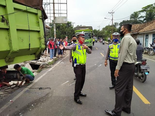 Kecelakaan Beruntun di Jalinbar Gisting, Sat Lantas Polres Tanggamus Lakukan Olah TKP