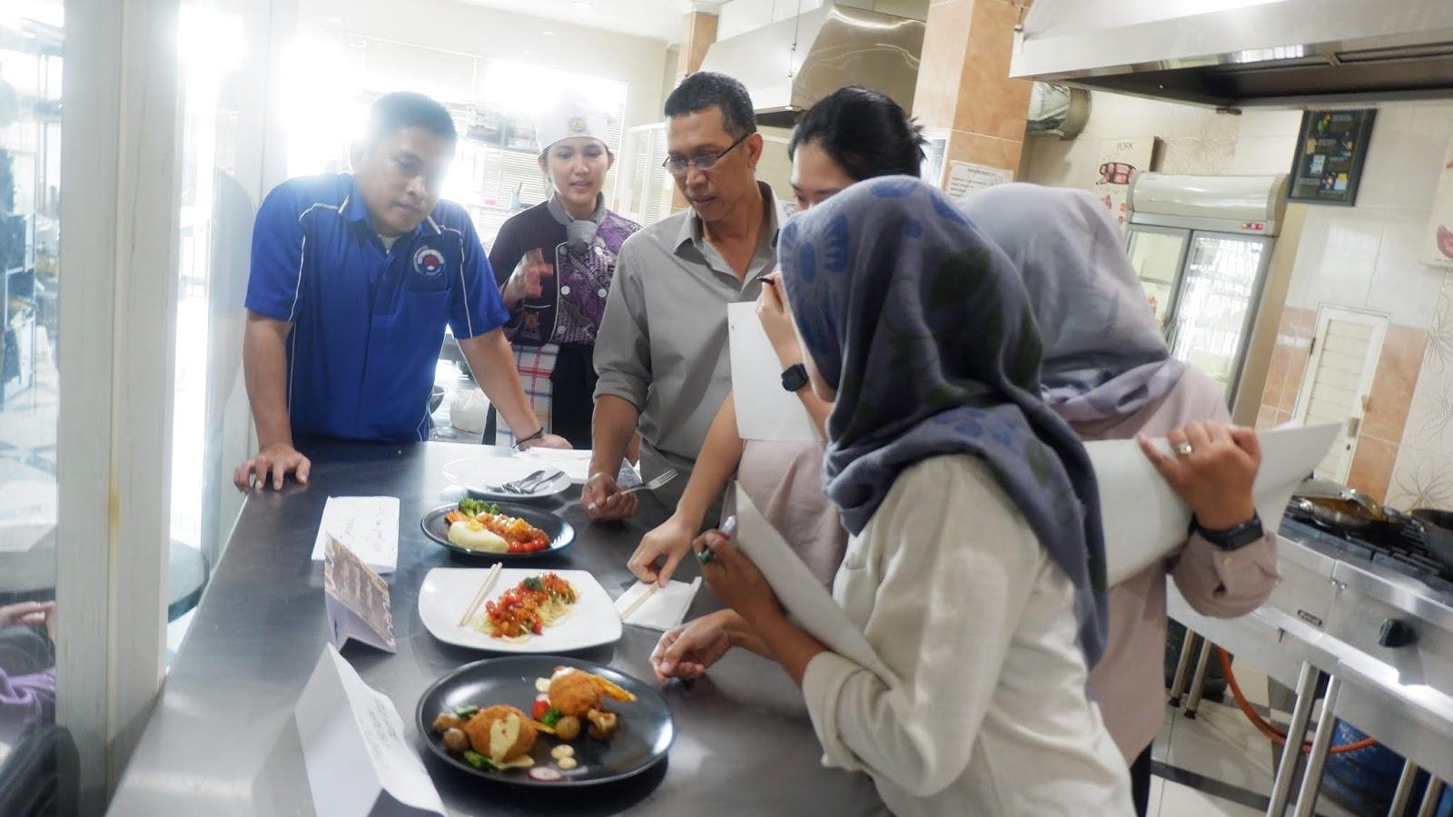 Ujian Praktik Masak Buat Kreasi Makanan Asian Food Dan Continental Cuisine Di Graha Tristar Tristar Culinary Institute