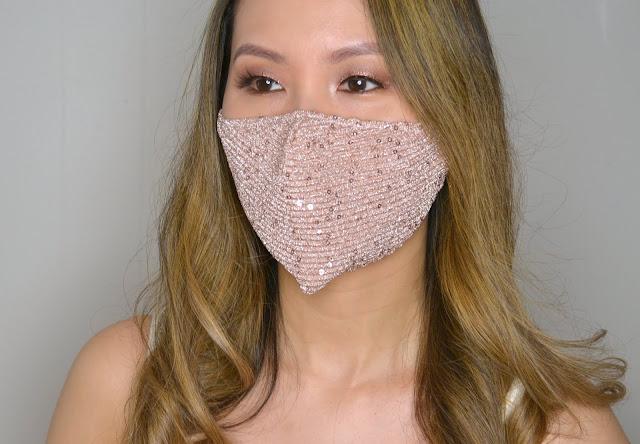 selfie wearing evora cotton face mask in pink