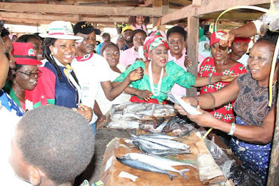 Pastor Ize-Iyamu's Wife Pictured With Fish Seller In Edo
