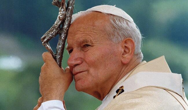 Visszavonnák II. János Pál pápa szentségét