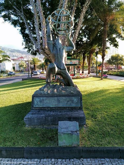 MONUMENTO AO EMIGRANTE MADEIRENSE - FUNCHAL