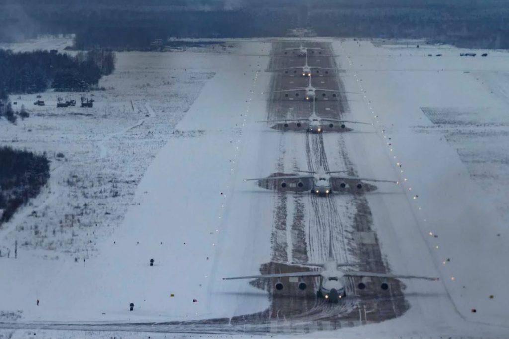 elephant-walk-of-russian-an-124-heavy-transport-aircraft