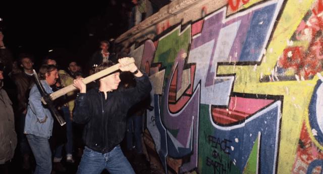 أدى إعلان عام متسرع إلى سقوط جدار برلين