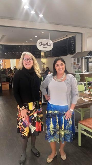 Eu, Olívia do blog Olivia Garimpando Por Aí e Regina, do Turista Full time no Amélie Crêperie et Bistrot