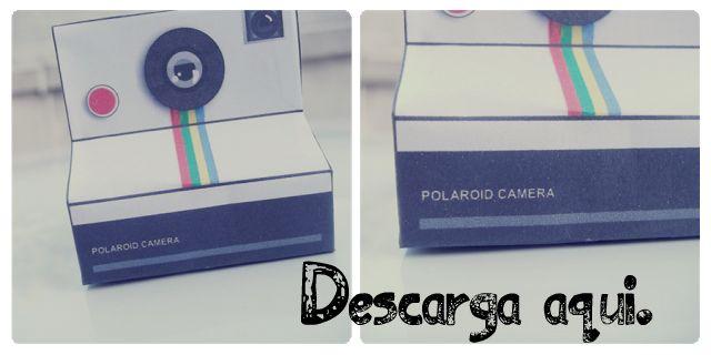 The Great World Of Papercraft Polaroid Cámara