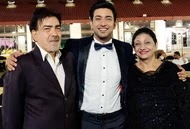 fahmaan khan with her parents