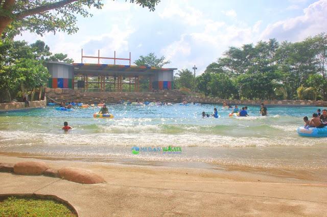 Kolam Renang Waterpark CBD Polonia