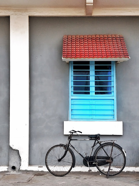 Pondicherry-travel-weekend-getaway-style prism-blog-window-blue-bicycle-street photography