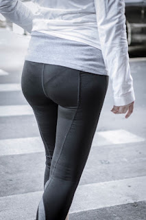Mujeres marcando ropa interior pantalones yoga ajustados
