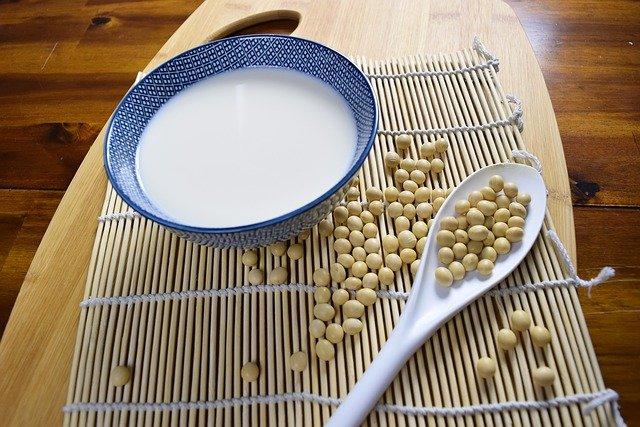 Pentingnya Susu Kedelai Bagi Ibu Hamil Yang Alergi Terhadap Susu Sapi