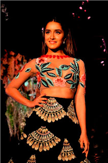 Shraddha Kapoor cleavages in semitransparent top ramp walk for Manish Maalhotraa winter Festival 2016