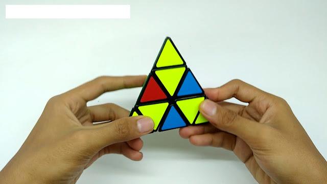 cara memegang pyraminx yang benar