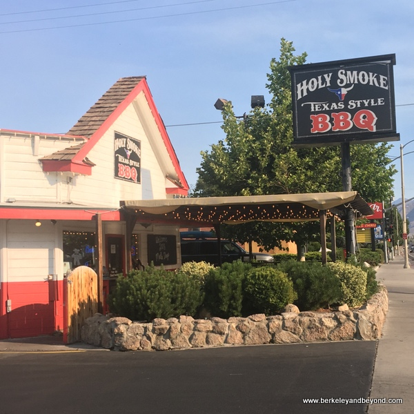 exterior of Holy Smoke Texas Style BBQ in Bishop, California