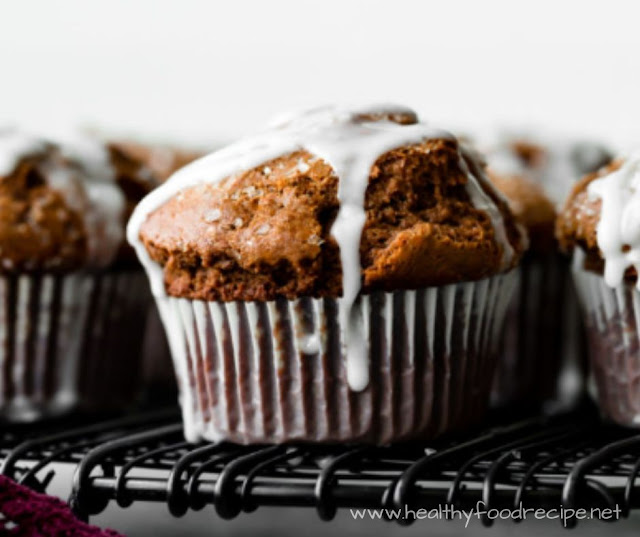 HOMEMADE GINGERBREAD MUFFINS WITH LEMON GLAZE