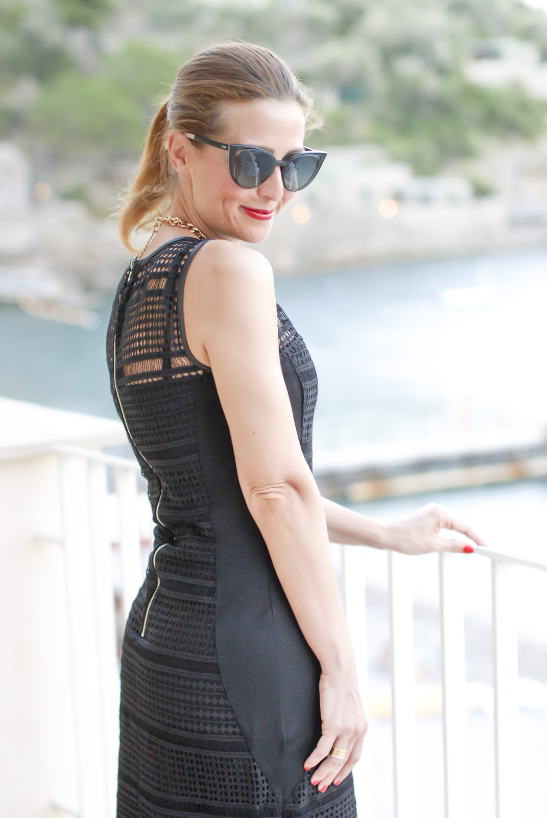 Sexy bodycon dress with see through inserts on Fashion and Cookies fashion blog, fashion blogger style