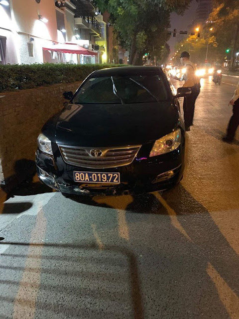 Tài xế xe Camry biển xanh 80A của Liên đoàn Bóng đá Việt Nam gây tai nạn rồi bỏ chạy