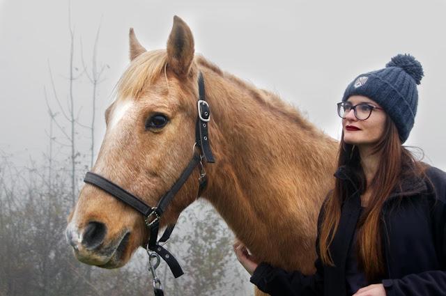 Audrey (la blogueuse) et Berkeim (son cheval)