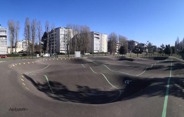 Velizy pumptrack skate