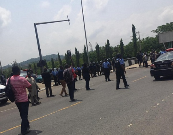 TENSION IN PRESIDENTIAL VILLA AS ASO ROCK POLICEMEN PROTEST -  WHAT PRESIDENCY DID NEXT WILL SHOCK YOU