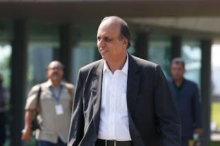 http://vnoticia.com.br/noticia/4200-ex-governador-pezao-deixa-prisao-com-tornozeleira-eletronica