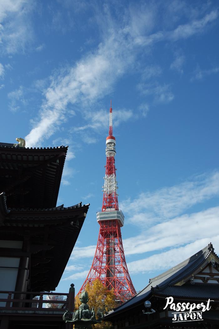 Vue sur la Tokyo Tower depuis le temple Zojoji