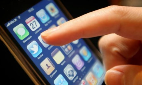 Αλλαγές στις εταιρίες κινητής τηλεφωνίας και στις χρεώσεις των συνδρομητών φέρνει ο νέος κανονισμός που ενέκρινε η Εθνική Επιτροπή Τηλεπικοινωνιών & Ταχυδρομείων (ΕΕΤΤ), ο οποίος θα επιφέρει βελτιώσεις τόσο για τους καταναλωτές όσο και για τις επιχειρήσεις αλλάζοντας τους όρους στα συμβόλαια.