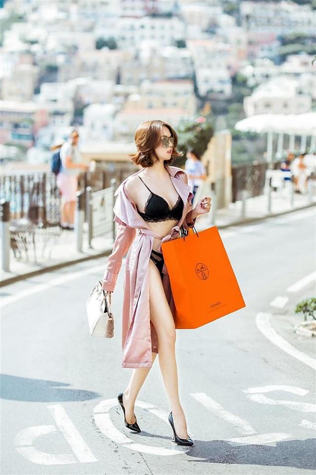 Ngọc Trinh lại mặc nội y, xách túi tiền tỉ đi dạo phố 3
