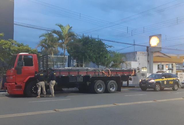 PRF apreende caminhão com chassi adulterado em Registro-SP