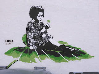 Coma Girl: Girl on a Leaf - Street Art in Bergen, Norwegen