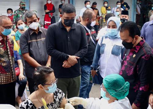 Wali Kota Bobby Tinjau Vaksinasi Covid-19 Pedagang Pasar Sei Sikambing