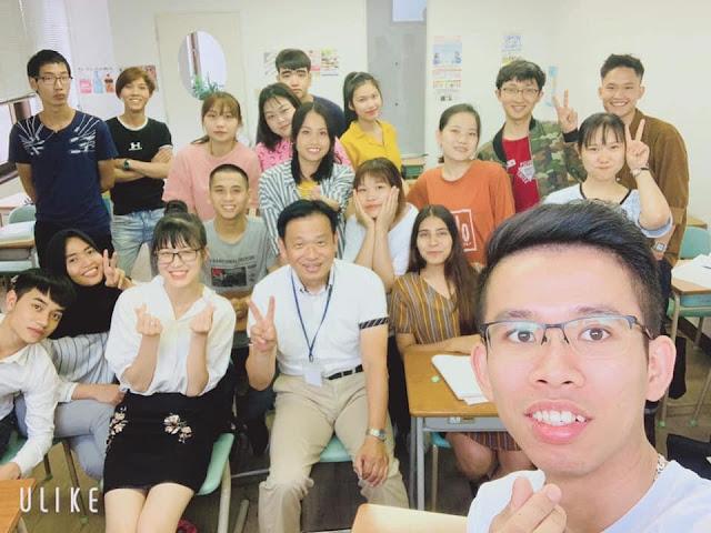 foto bersama dengan pembimbing saat jam belajar