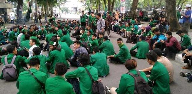 Geruduk DPRD Sumut, HMI Tuntut Jokowi Stabilkan Ekonomi