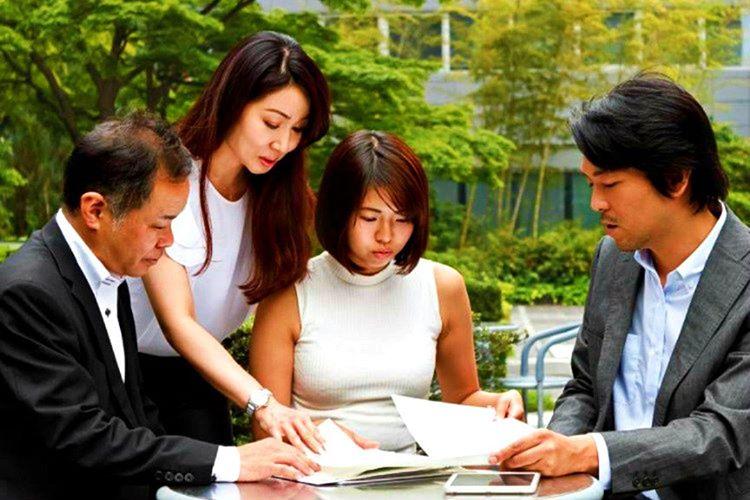 Japonlar geleneklerine bağlıdır, Japonya'da genellikle 20 ila 30 yaşları arasındaki erkekler evlat olarak alınır.