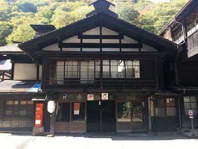長寿館の正面玄関