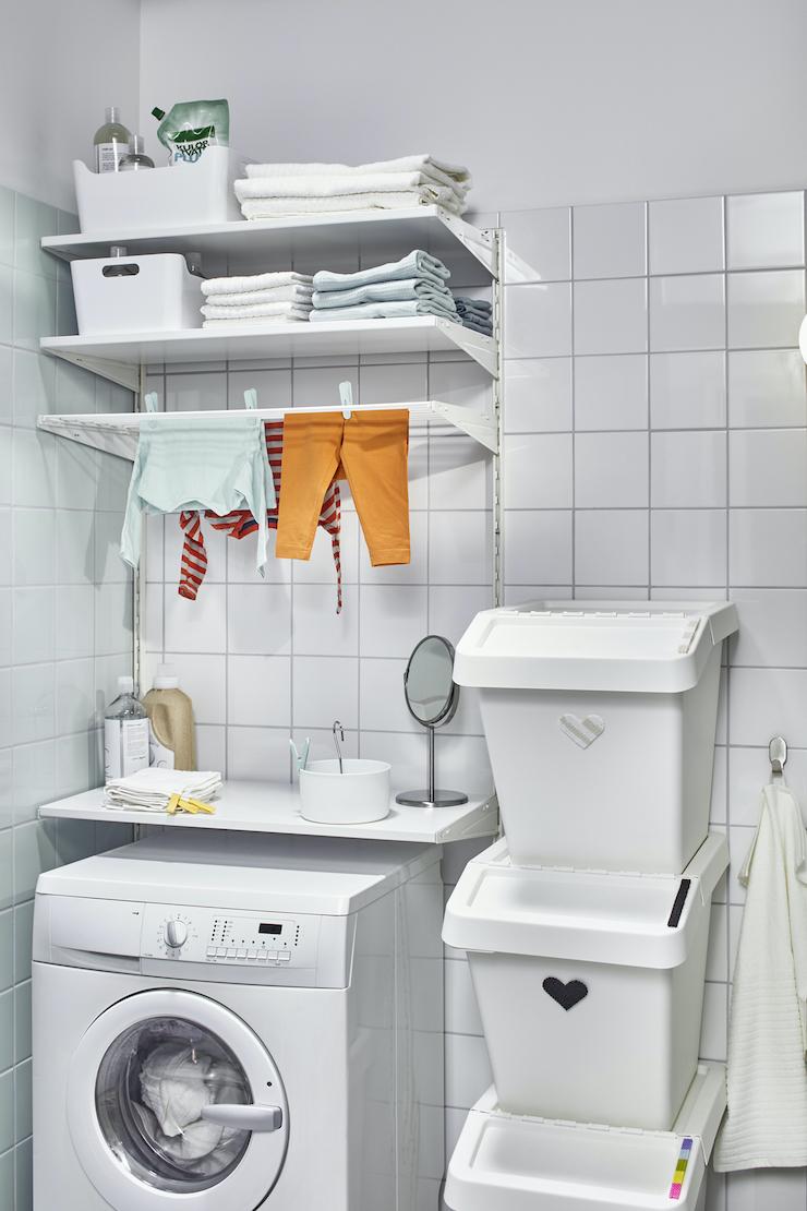 Novedades catálogo IKEA 2021 en baños: ideas para lavanderías dentro del baño.