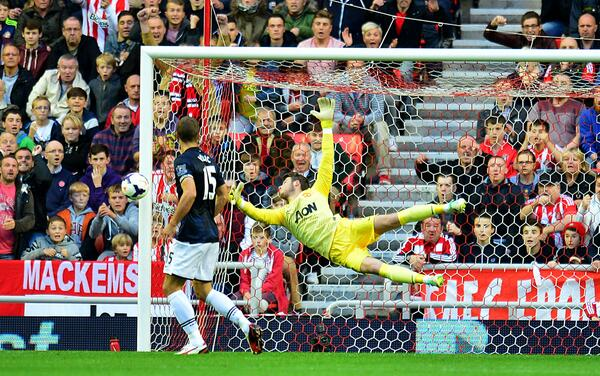Fantastic save from David de Gea to keep out Giaccherini's header (Sunderland 1-0 Manchester united)
