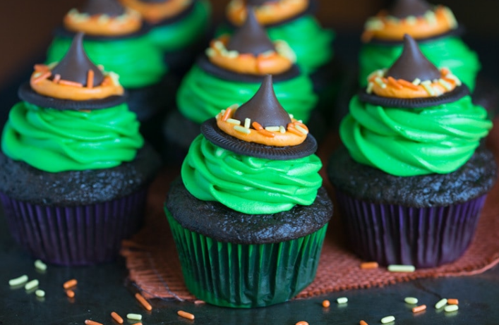 WITCH HAT CUPCAKES #cupcakes #desserts #pumpkin #brownies #yummy