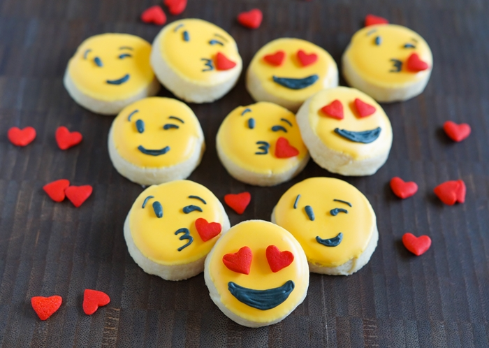 how to make valentine emoji cookies ♥ bakeat350.net